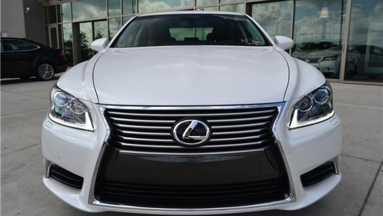 Lexus LS460L 2013 white full.jpg